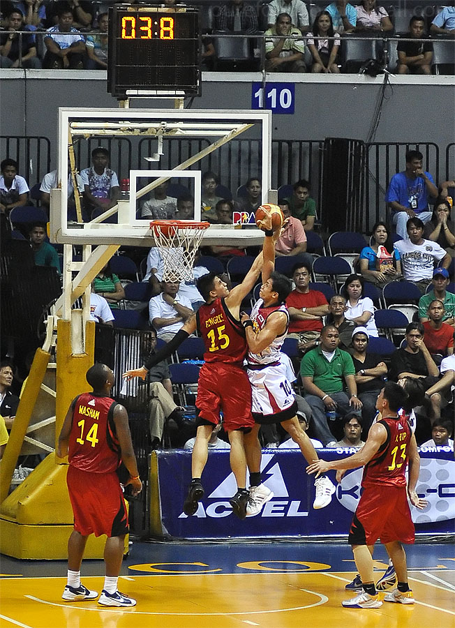 Marc Pingris blocks Danny I