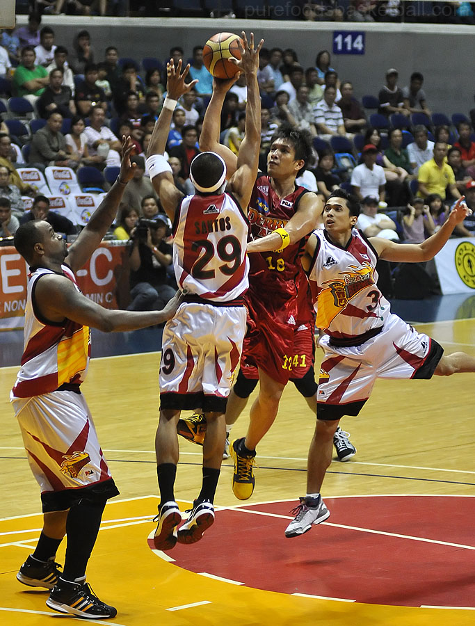 James Yap is banged up but still scored 17pts